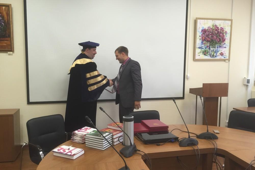 Церемонией вручения дипломов о присуждении бизнес степеней  70% выпускников программы менеджеры высшего звена директора юридических департаментов и руководители юридических служб крупных компаний в том числе АО
